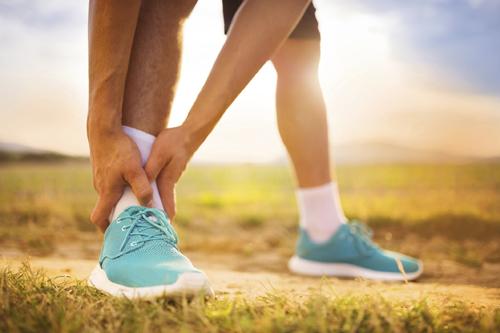 טיפול בפגיעות אורטופדיות ובפציעות ספורט מחייב התייחסות רצינית ומקצועית ממומחה בתחום רפואת ספורט.