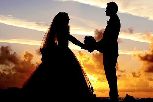 """מדי שנה אלפי זוגות ישראלים יוצאים להתחתן בחו""""ל - חתונה אזרחית"""